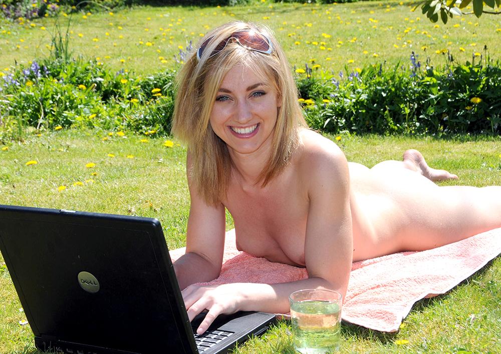 naked mature latina ass